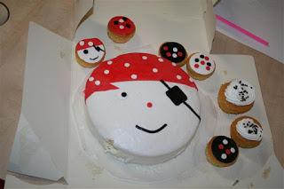 Onze vrijwilligster Maartje maakte een heerlijke taart en cupcakes voor de opening!!